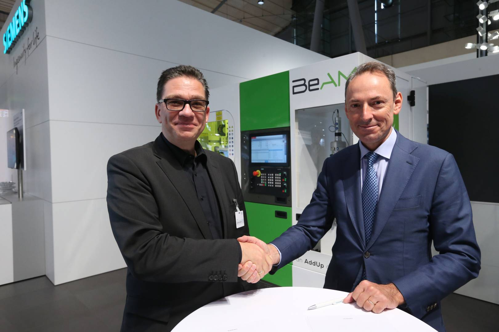 From left: Uwe Ruttkamp, Head of Machine Tool Systems at Siemens Digital Industries and Vincent Gillet, CEO of BeAM.